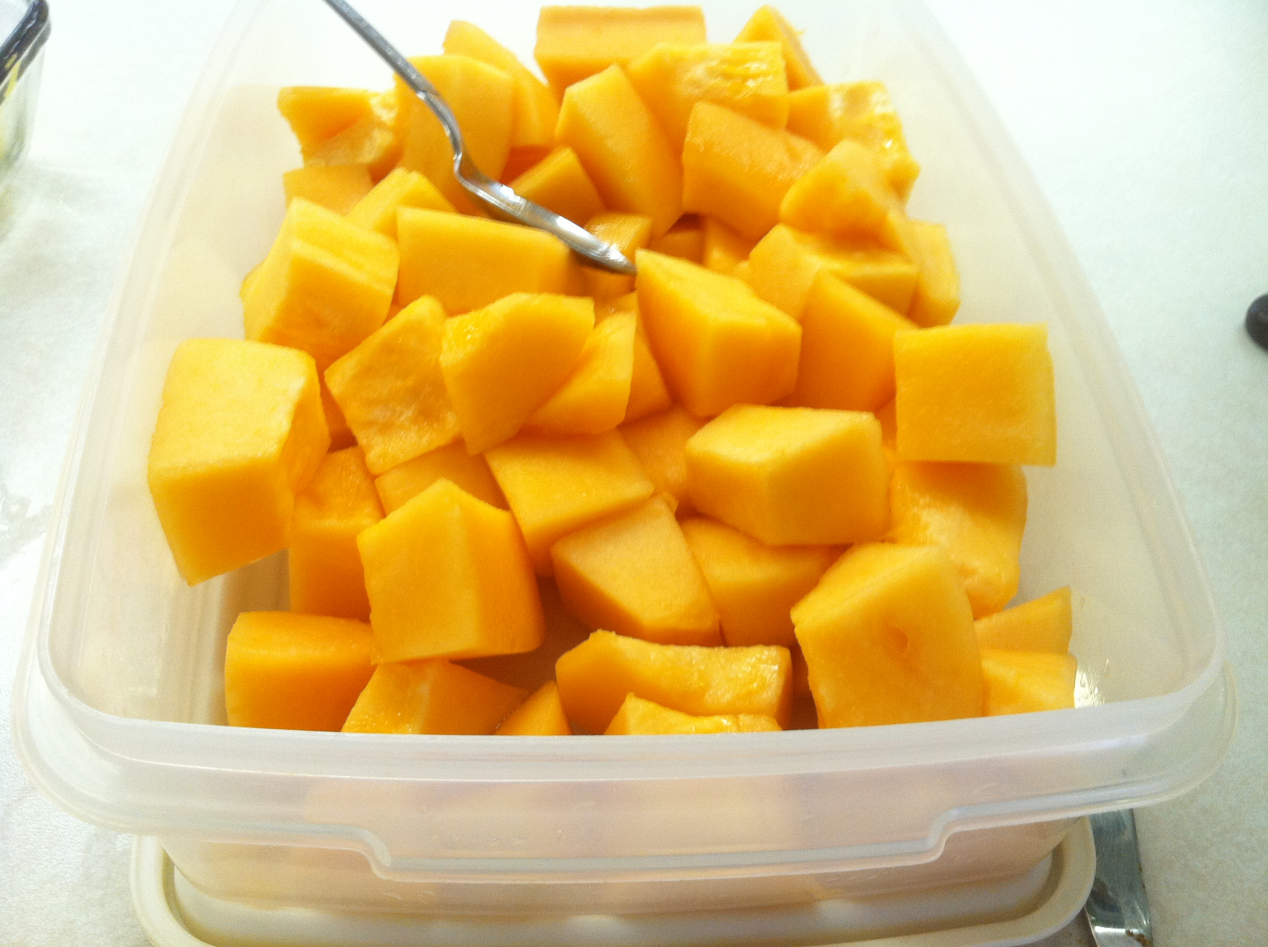 how to cut open cantalope